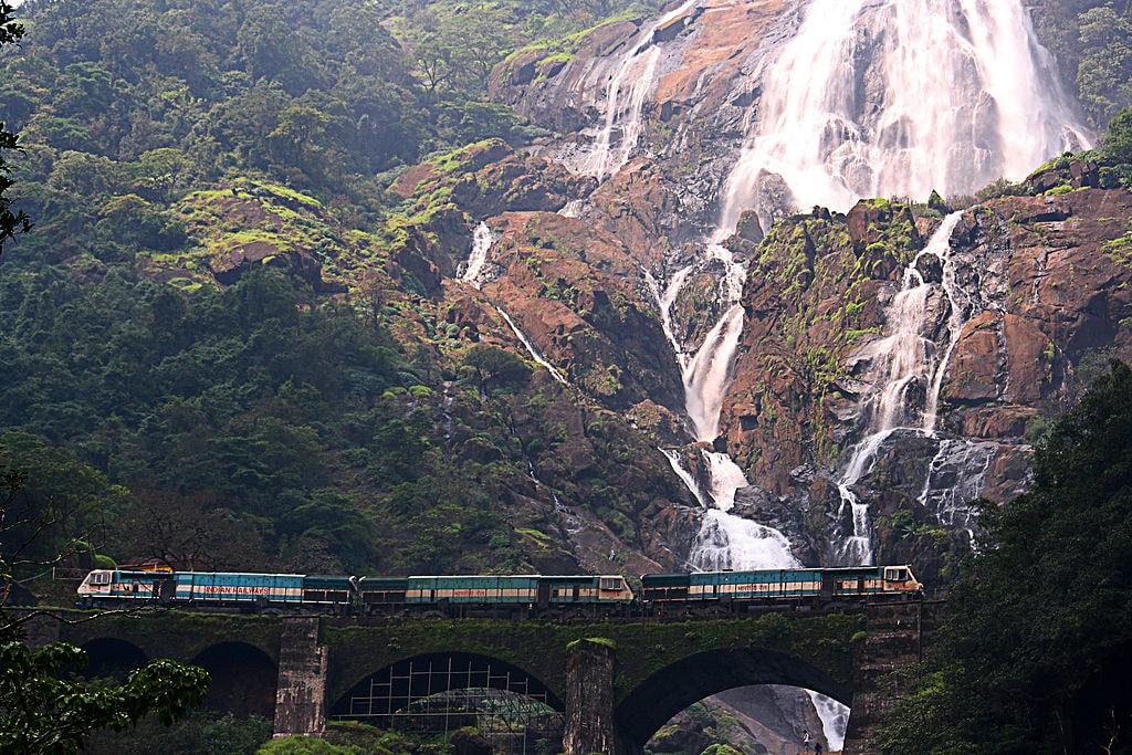Dudhsagar falls Purshi WikiCommons