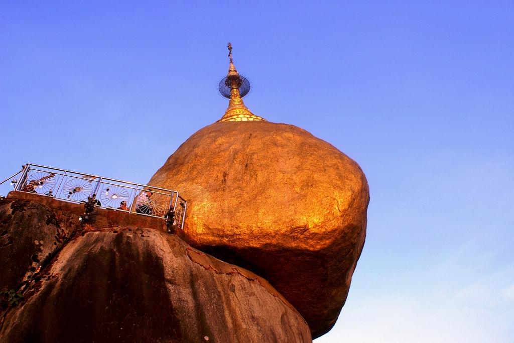 Dusk-at-the-Golden-Rock-Myanmar