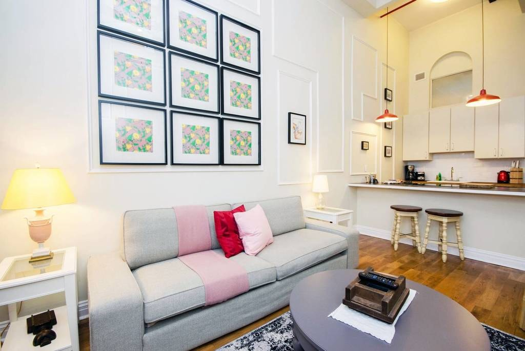Homey hotel suite in Greenpoint | Courtesy of Dana/Airbnb