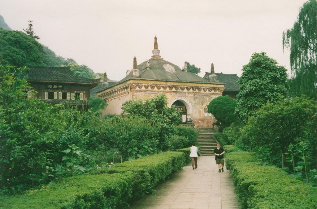 Emeishan, Wannian Temple, Gina (r)