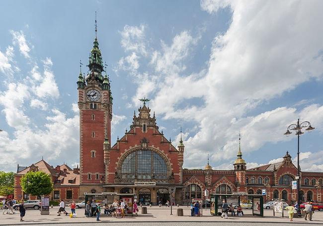 Estación_de_FFCC,_Gdansk,_Polonia,_2013-05-20,_DD_01