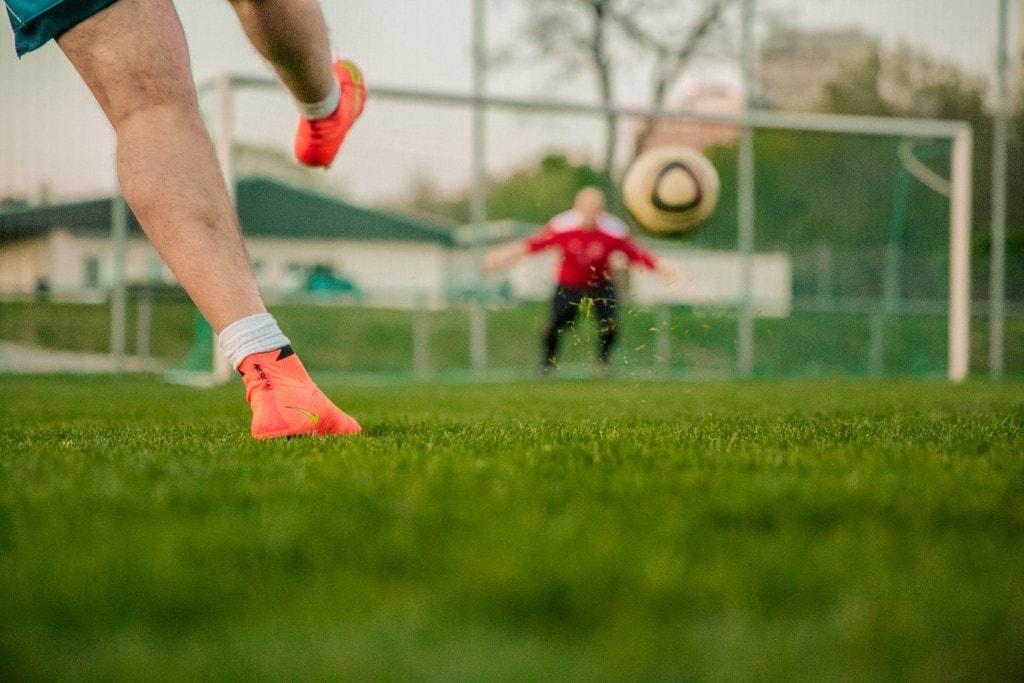 football_shot_on_goal_door_husband_nike_mercurial_shot_ball_football_match-642827.jpg!d
