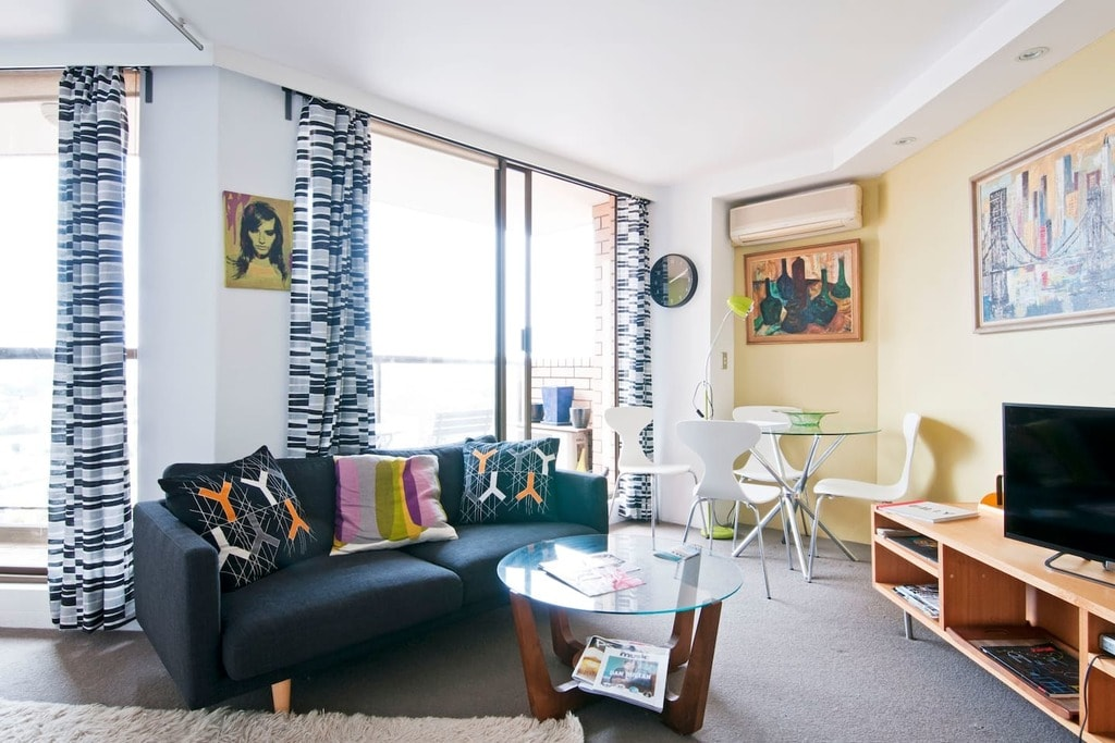 Funky and Bright Studio Apartment © Airbnb