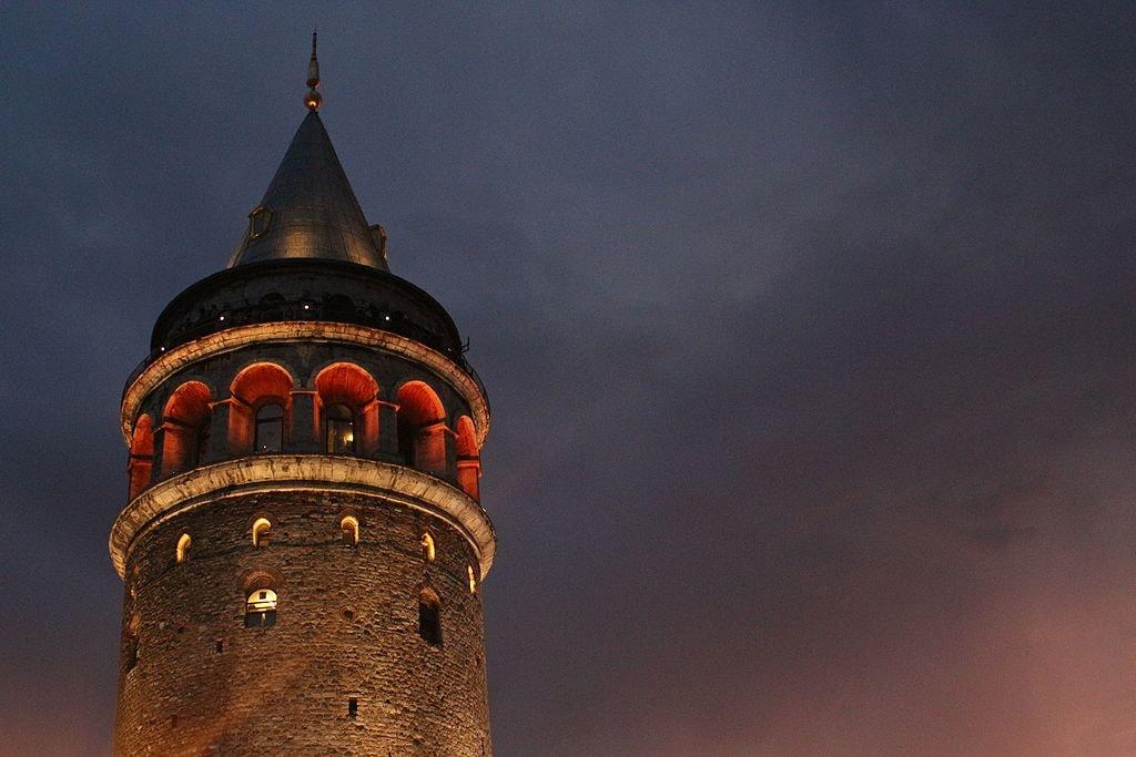 Galata_Tower_at_night