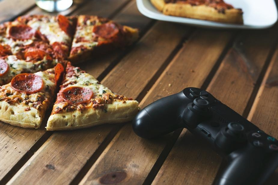 games-and-pizza_925x