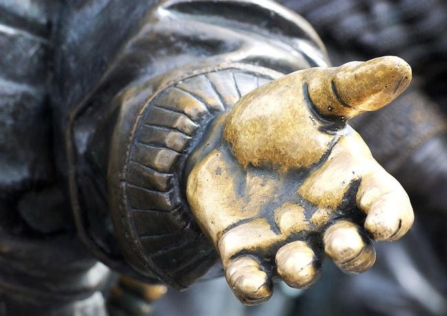hand-2722236_1280