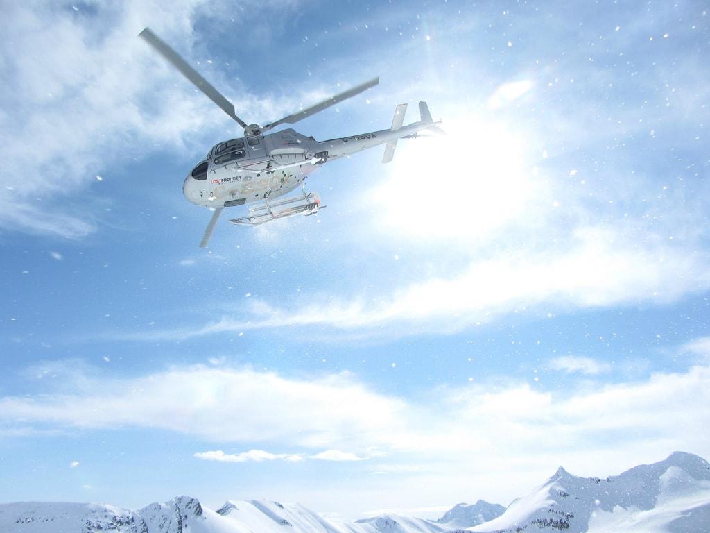 heliskiing-heli-skiing-1974015_1920