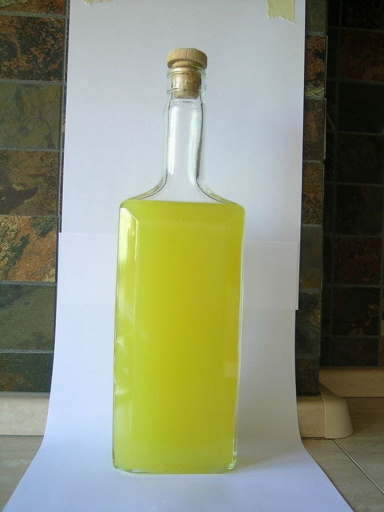 Homemade_limoncello_original