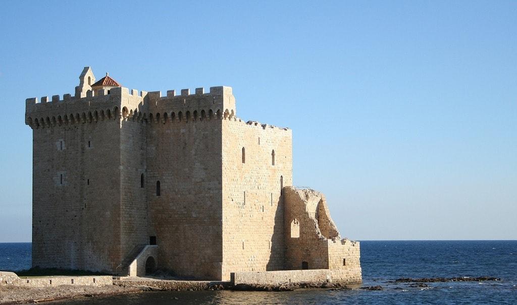 https://pixabay.com/en/island-of-l%C3%A9rins-castle-monastery-2398269/