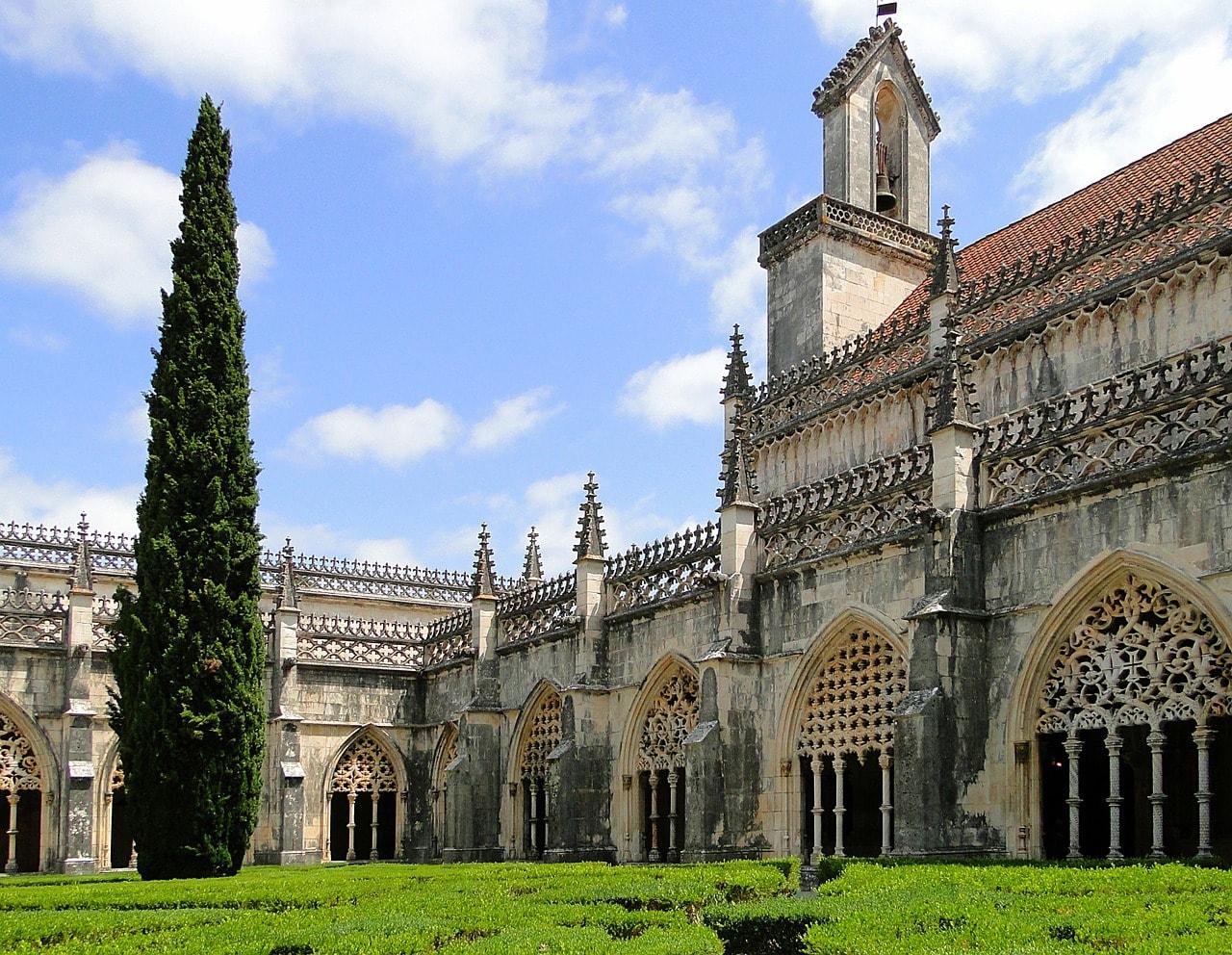 https://pixabay.com/en/jeronimos-monastery-batalha-portugal-502815/