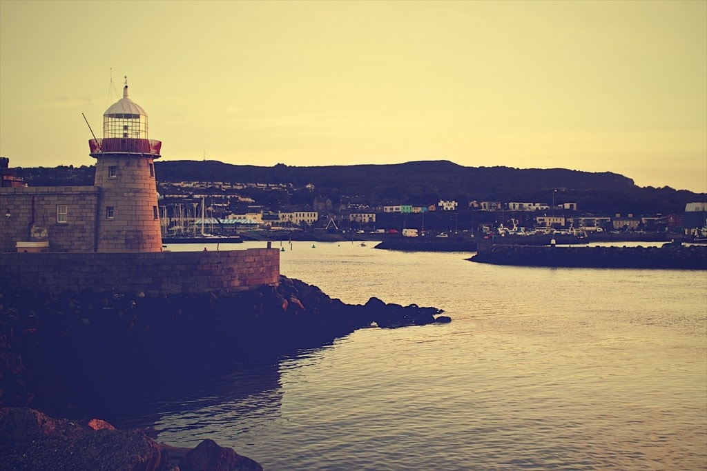 lighthouse-405761_1920