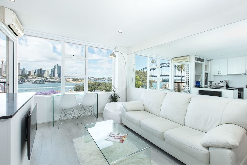 Lux Sydney Studio with Dream Harbour Views © Airbnb