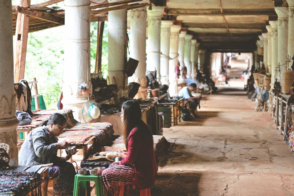 Market-Sellers-at-Lunch-Inn-Dein-Myanmar
