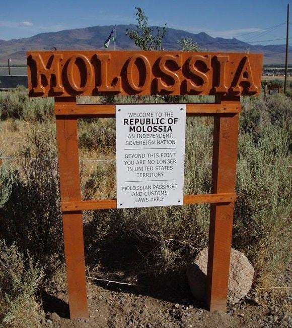 Molossia_-_Border_with_United_States