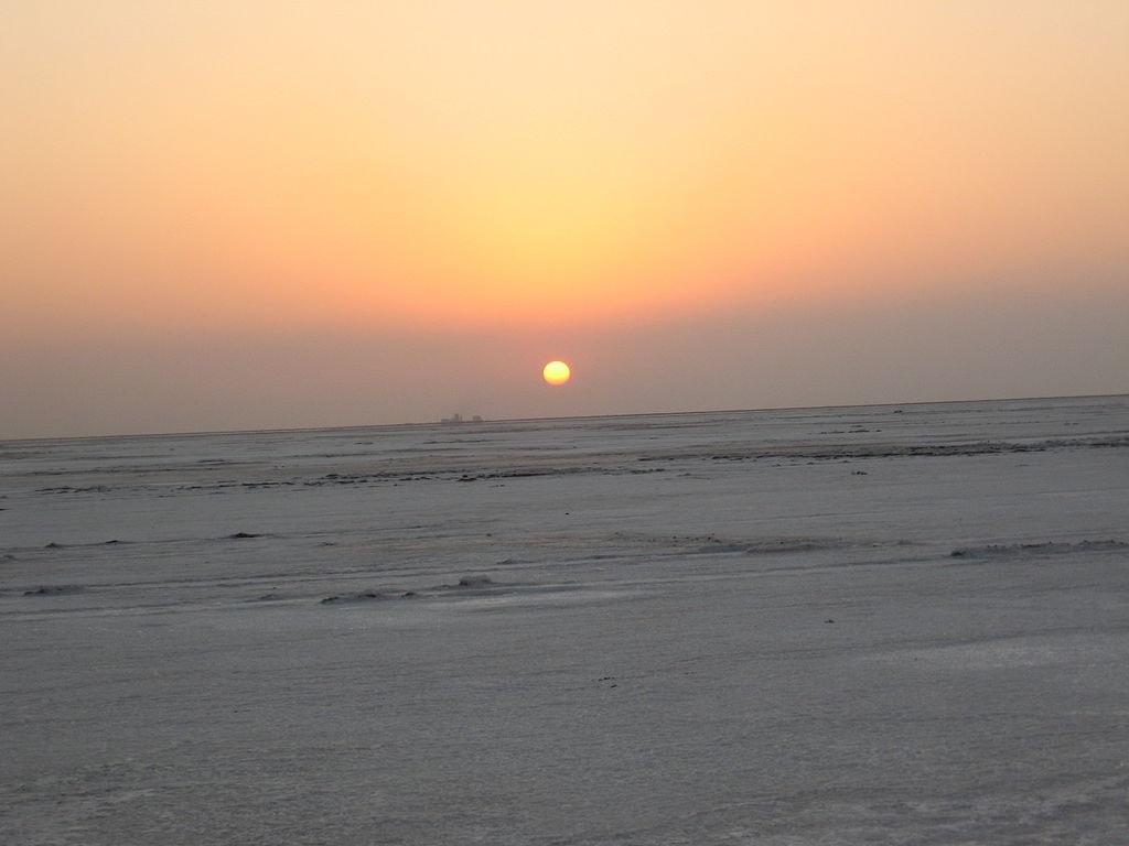 Rann of Kutch at sunrise Bhargavinf WikiCommons