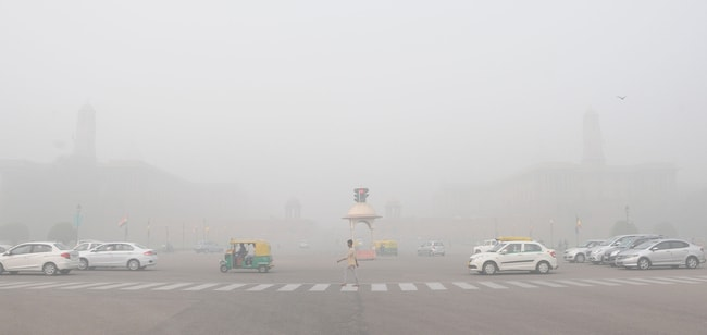 New Delhi struggles with heavily polluted air, India – 07 Nov 2017
