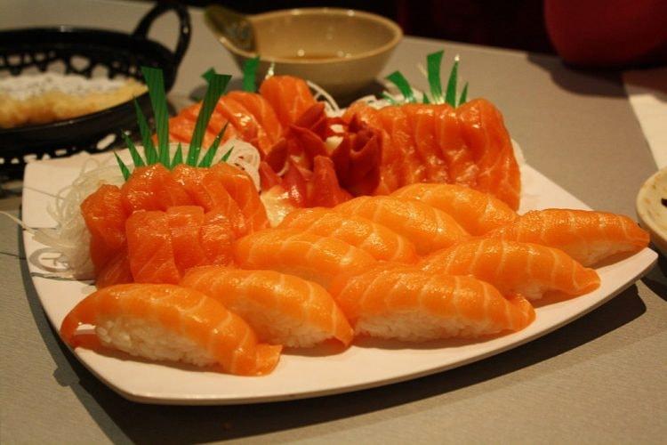 Salmon Sushi rolls | © Angelicadlr/WikiCommons