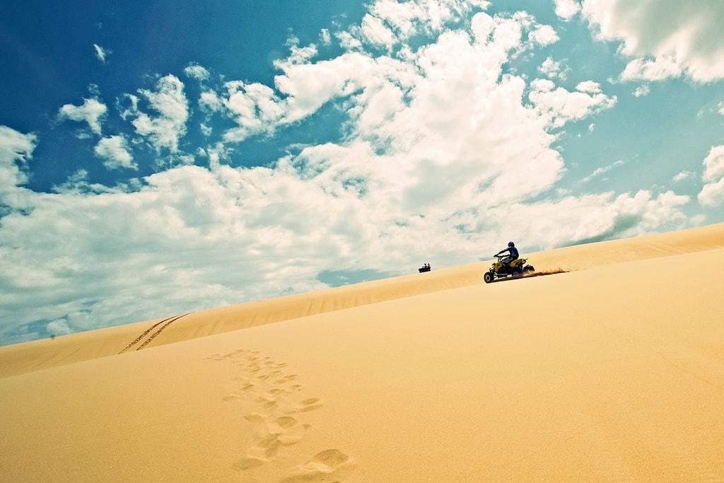 Sand dunes on Stockton Beach | © John O'Nolan/Flickr