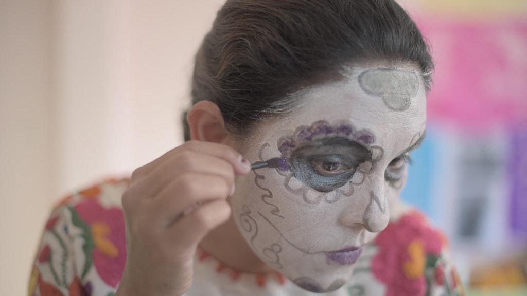 Myra preparing for Día de los Muertos, Mexico | ©Culture Trip