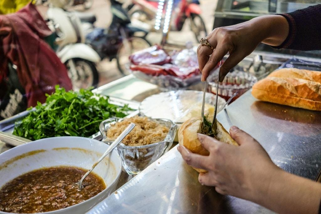 How many Vietnamese get their breakfast   © Aleksandr Shilov/shutterstock