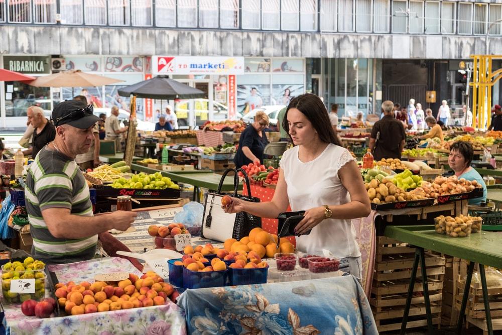Sarajevo fruit and vegetable market | © Patrik Dietrich/Shutterstock