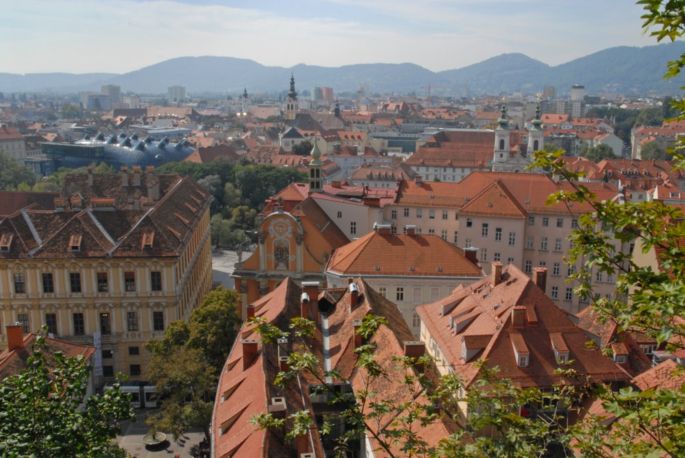 Red roofs in Graz, Mariahilfer church and Kunsthaus | © Alexander Jung/Shutterstock
