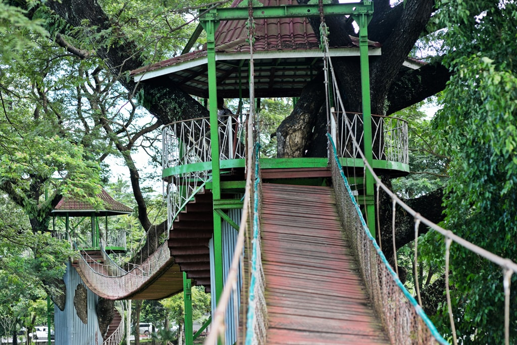 Swinging-Bridge-in-Yangon