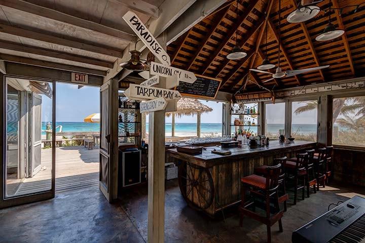 tippys-beachfront-bar-eleuthera-3105