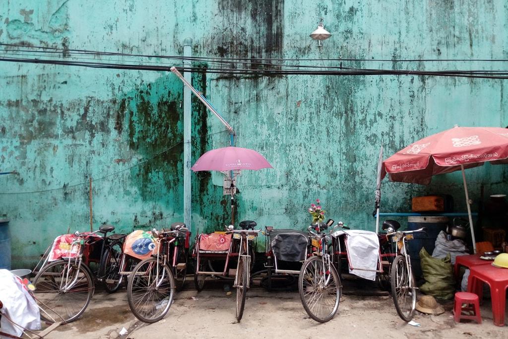Trishaws-in-a-Line-in-Yangon