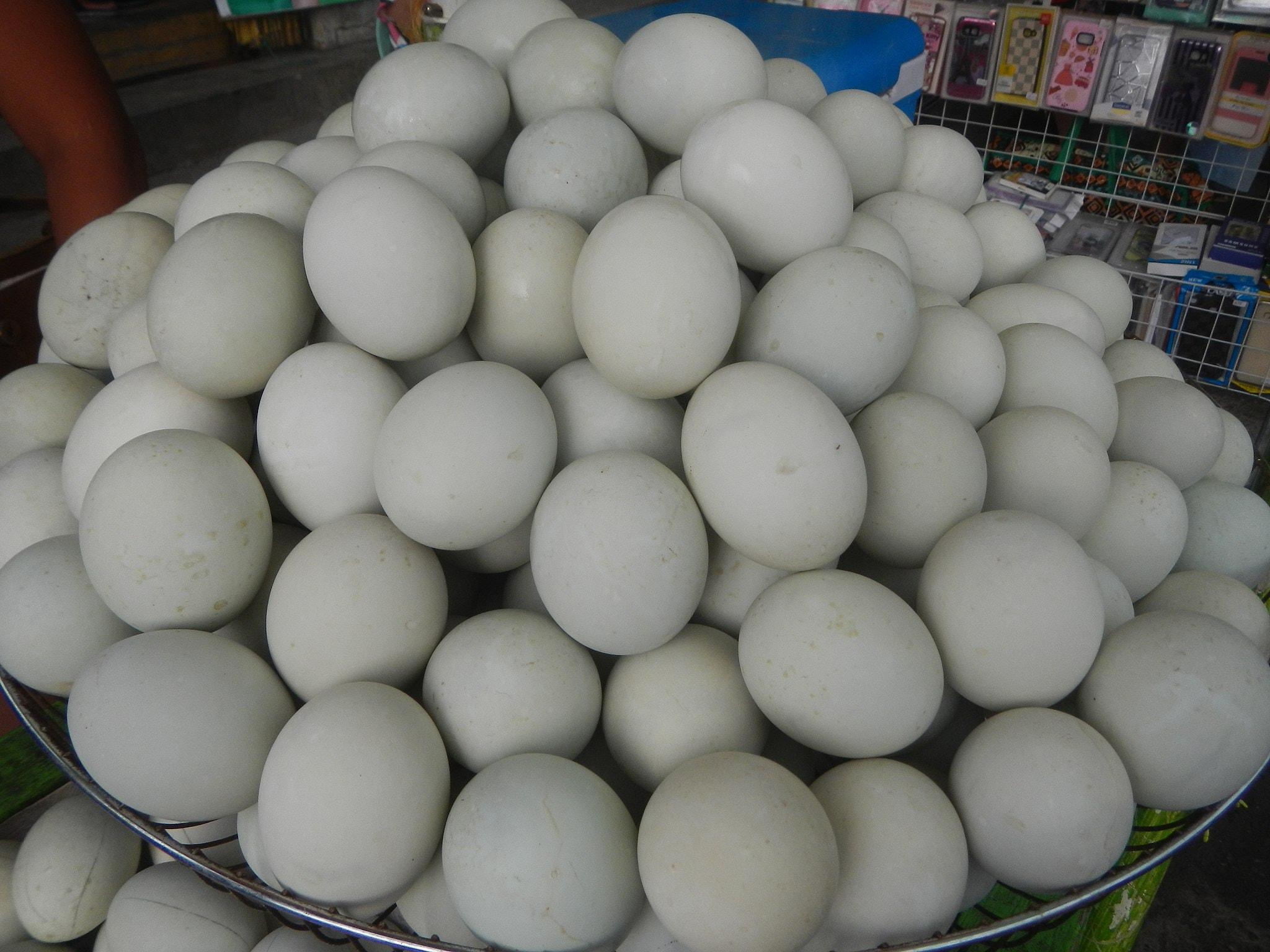 How To Eat Balut Like a Filipino