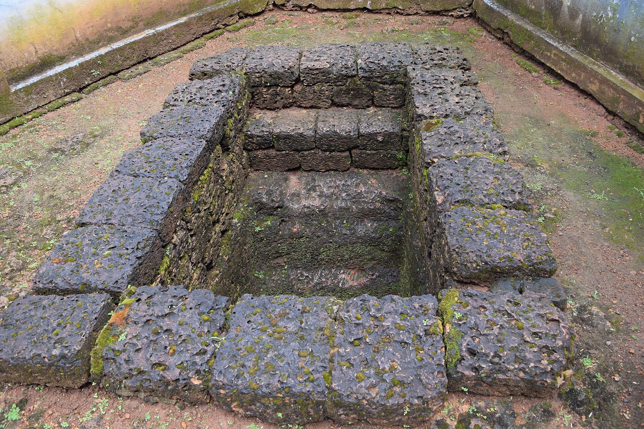 1.chowannur_burial_cave_