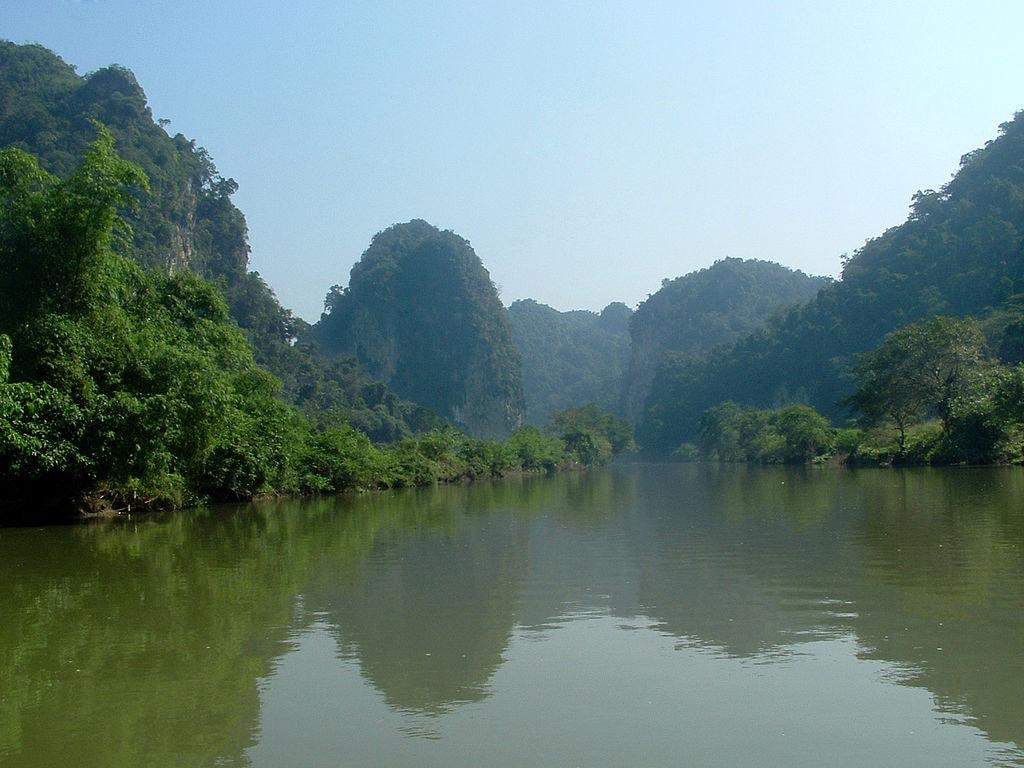 Ba Be Lake   © trekkingtravelvietnam/WikiCommons