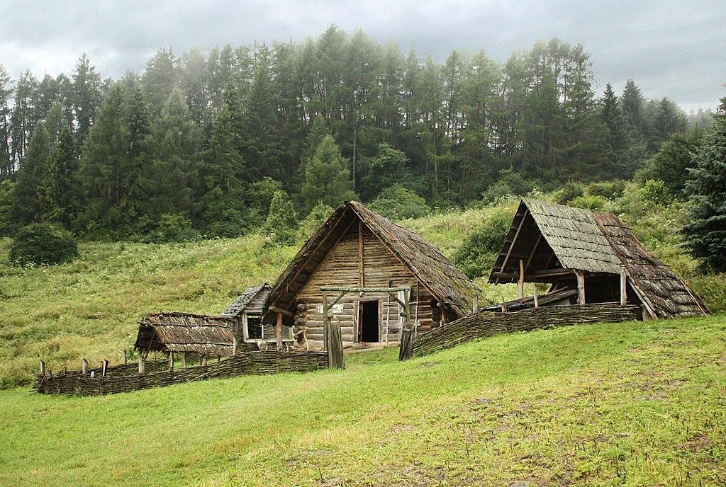 1024px-Celtic_settlement-Open-Air_Archaeological_Museum_Liptovska_Mara_-_Havranok,_Slovakia_1