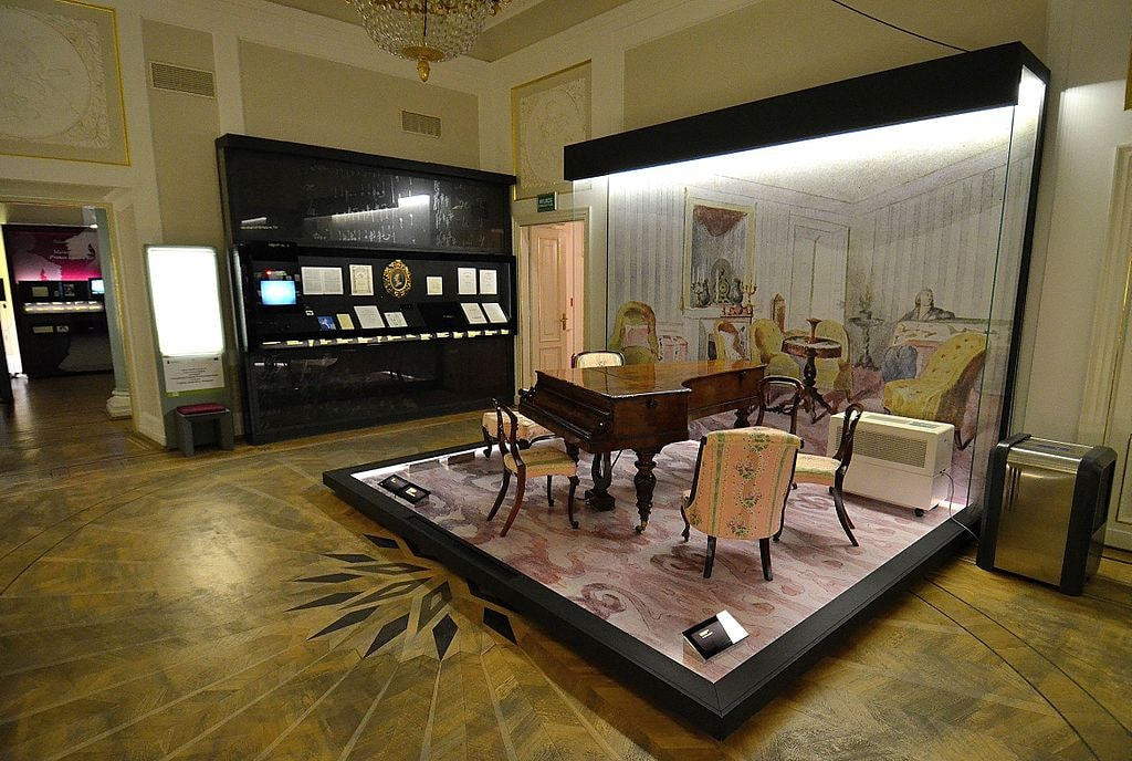 1024px-Chopin_Museum_in_Warsaw_03
