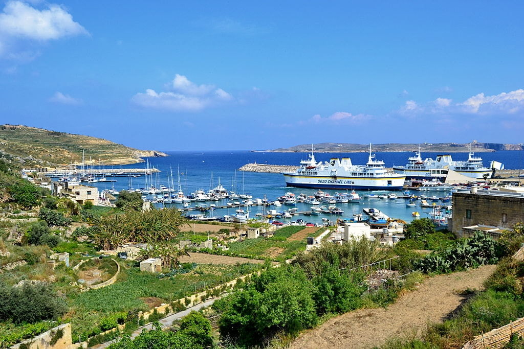 1024px-Malte,_Gozo,_port_de_Mgarr_&_ferrys_&_Comino