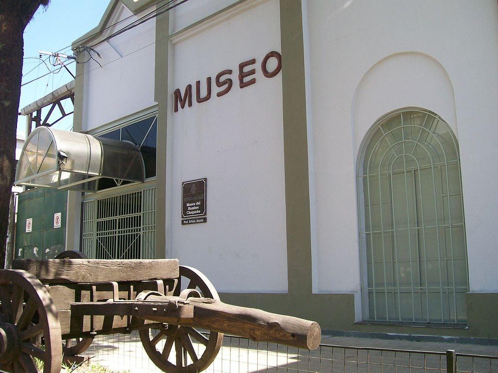 1024px-Museo_del_Hombre_Chaqueño
