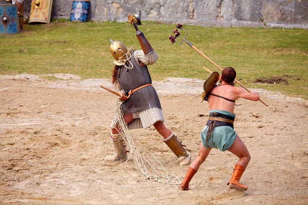 A retiarius gladiator tries to ensnare his opponent | © MatthiasKabel/WikiCommons