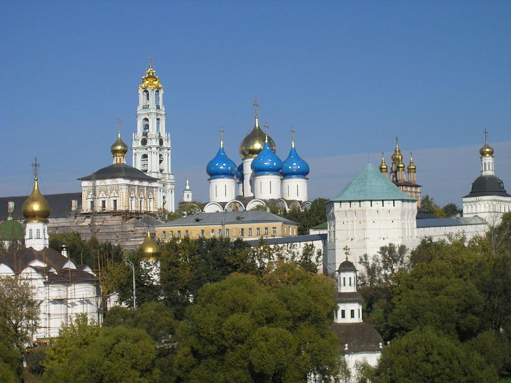1024px-Russia-Sergiev_Posad-Troitse-Sergiyeva_Lavra-Panorama-2-2