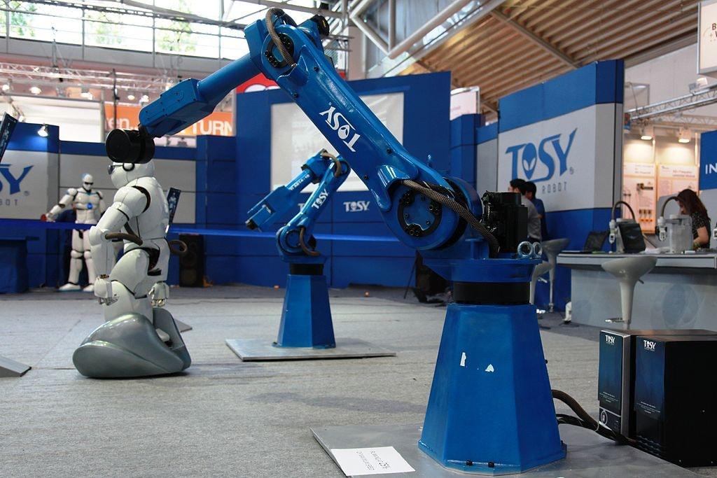 TOSY Robots   © humanrobo/WikiCommons