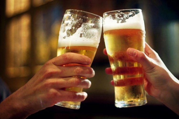 1024px-Two-pints-beer-main