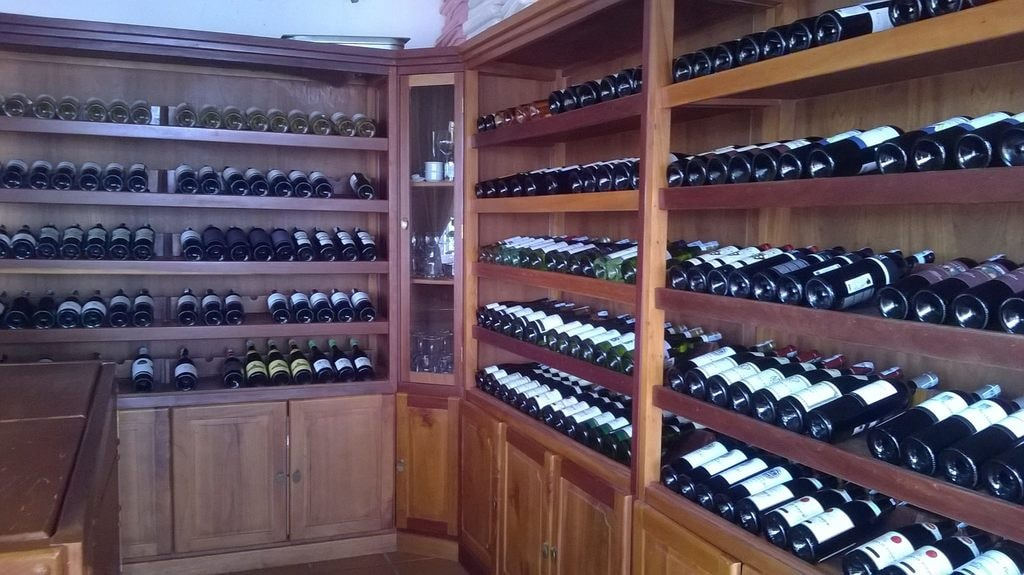 Choose your wine for the night | © L'Escale/Facebook