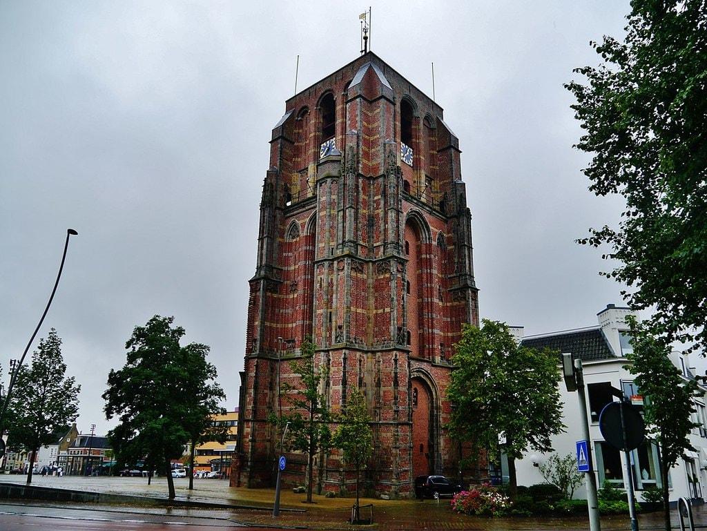 1199px-Leeuwarden_Oldehove_04