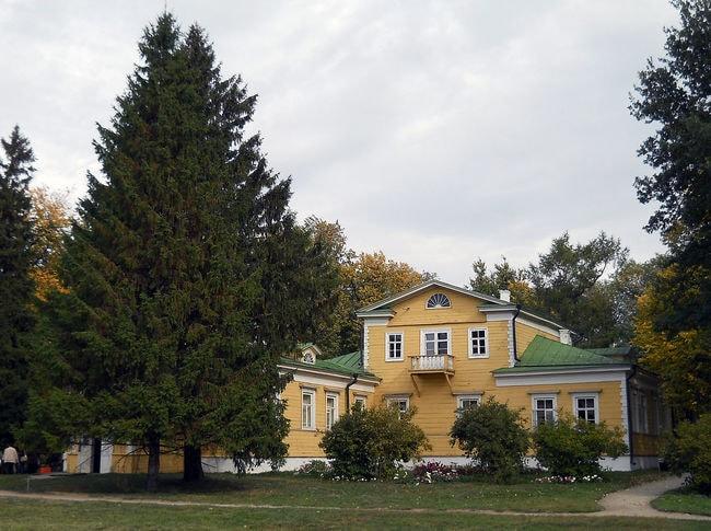 1200px-Bolshoye_Boldino._Pushkins'_Family_manor