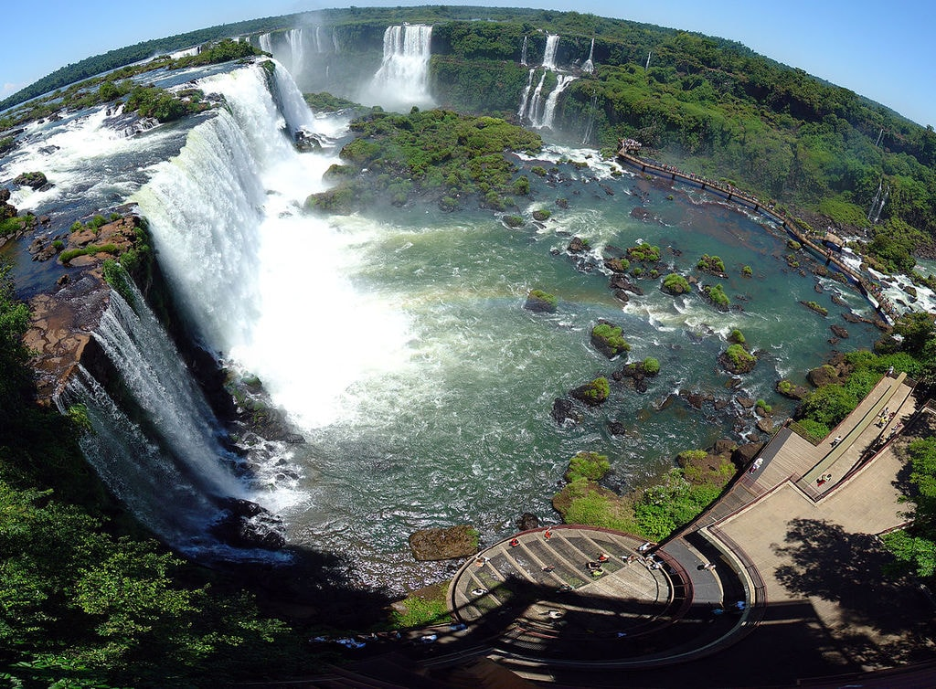 1200px-Iguazu_Décembre_2007_-_Panorama_3