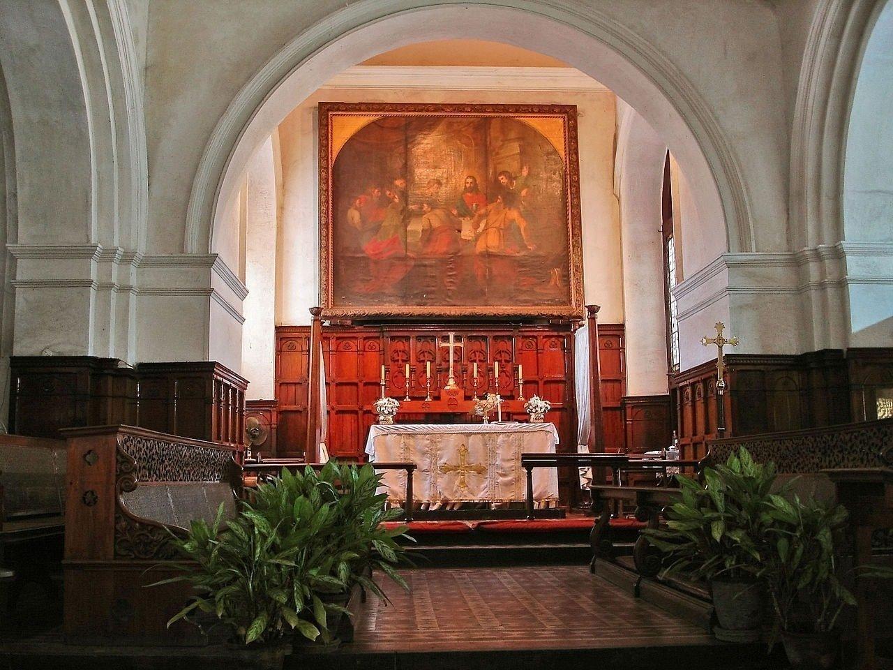 1280px-St_Marys_Church_altar