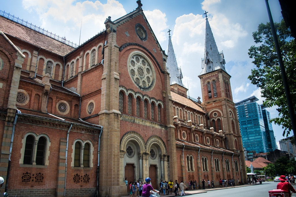 Side of the Saigon Notre Dame Cathedral | © likeaboombox/Flickr