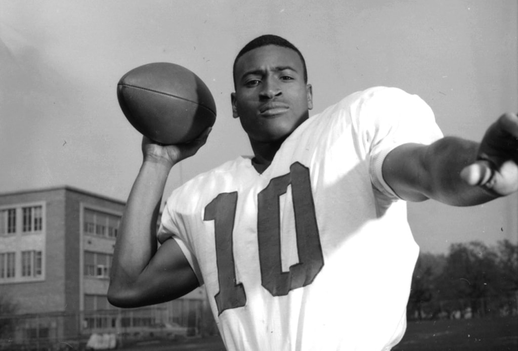 Les Ritcherson Jr quarterbacked Waco Moore's 1964 championship team, the school's last, as integration led to the school's closure | © Texas University Press