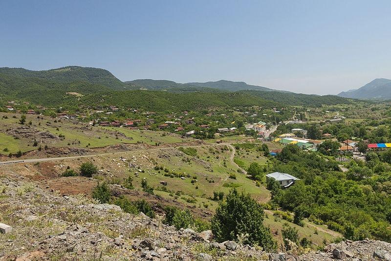 2014_Górski_Karabach,_Widoki_z_drogi_pomiędzy_wsią_Wank_a_klasztorem_Gandzasar_(16)