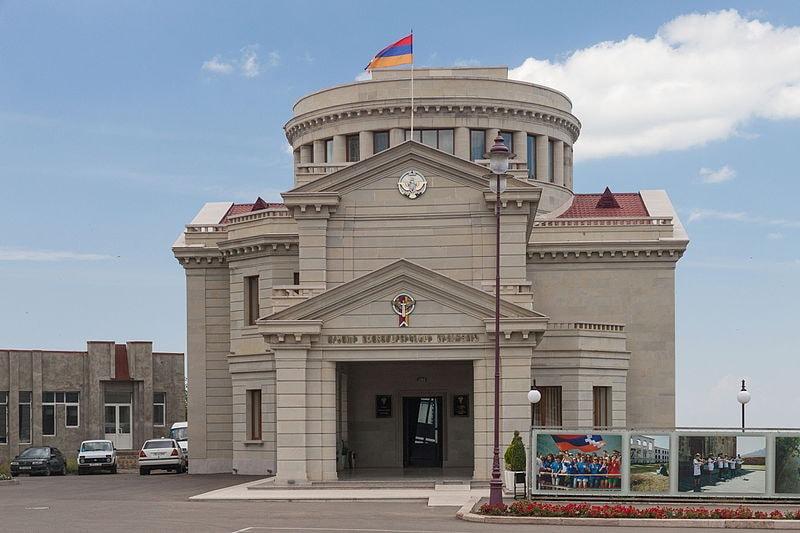 2014_Stepanakert,_Budynek_Związku_Bojowników_o_Wolność_Arcachu