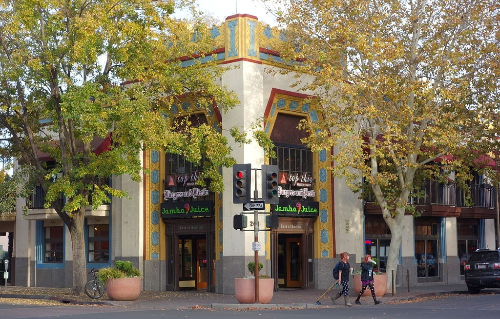 201_Broadway_Street_-_Chico,_California_-_DSC03037